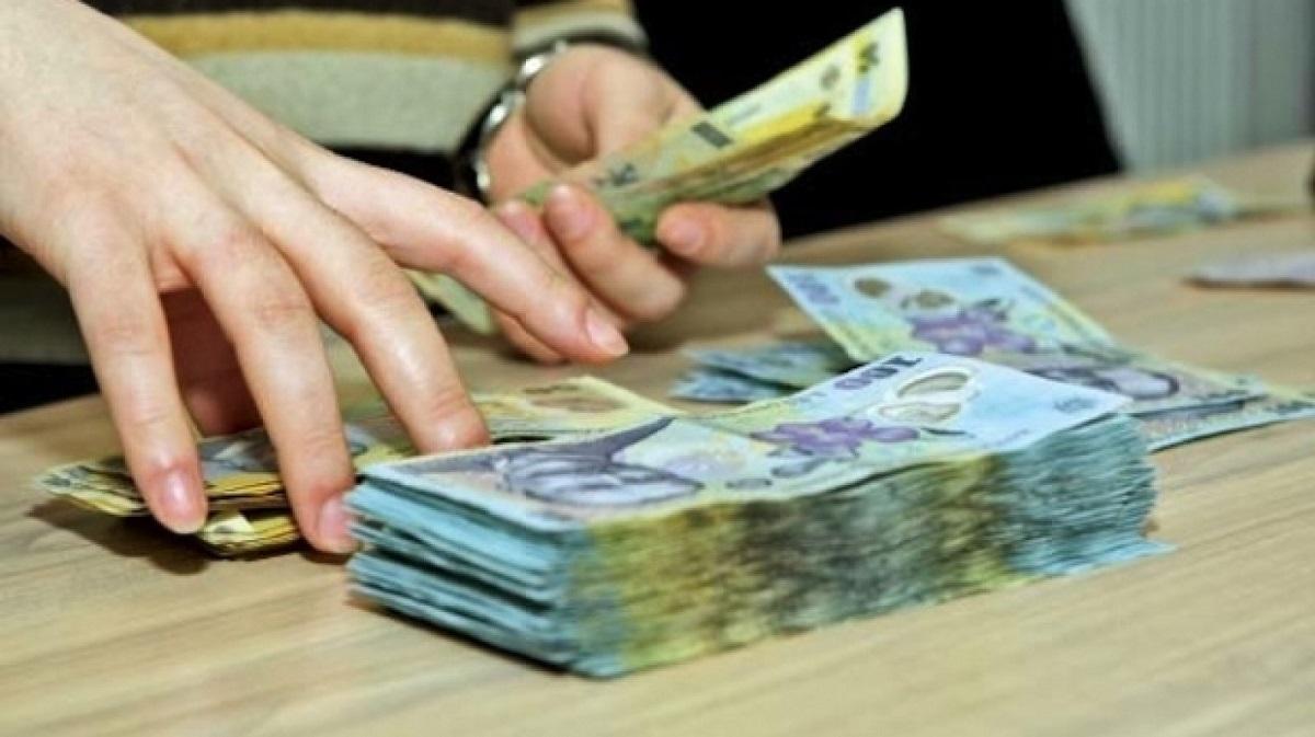 Florin Jianu, fost ministru pentru Mediul de Afaceri și IMM-uri, a declarat că legea salarizării, în forma actuală, va duce la tăieri de salarii.