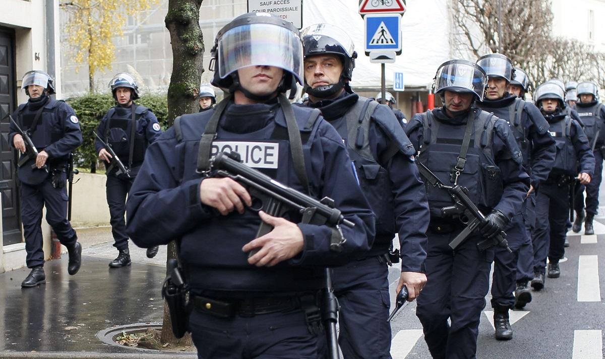 Zona din jurul muzeului Luvru din Paris a fost evacuată duminică, în jurul orelor prânzului, după o alertă de securitate
