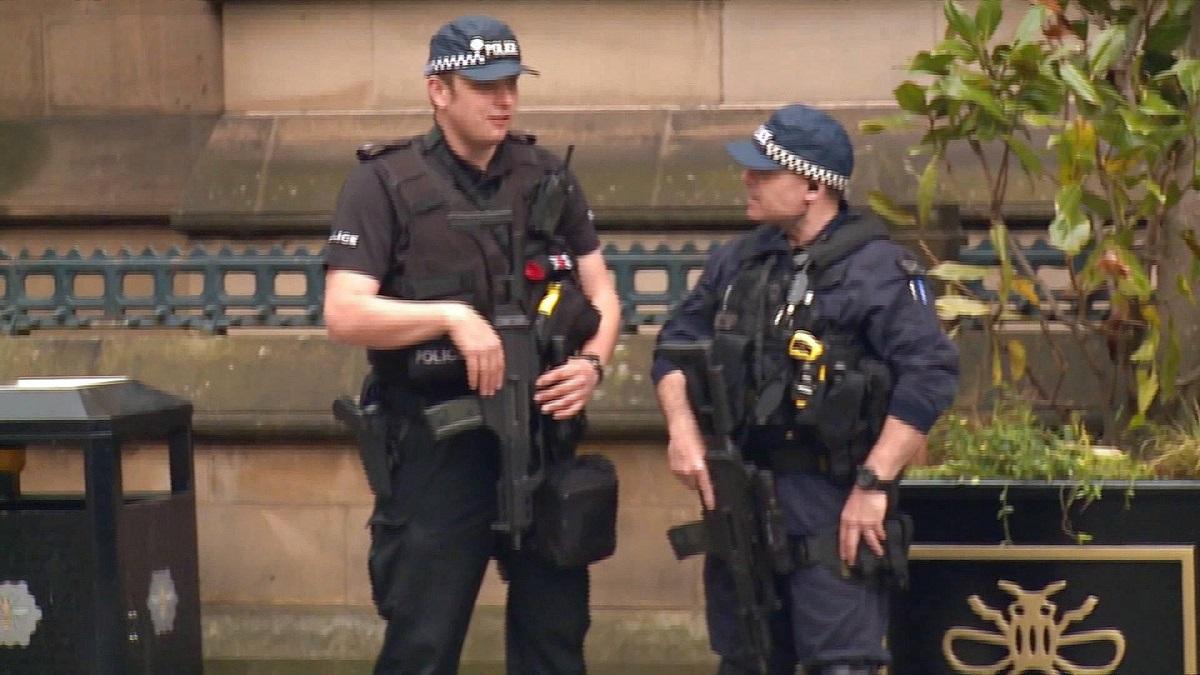 Este alertă în Manchester, după ce la un liceu din partea de vest a orașului a fost semnalată o amenințare.