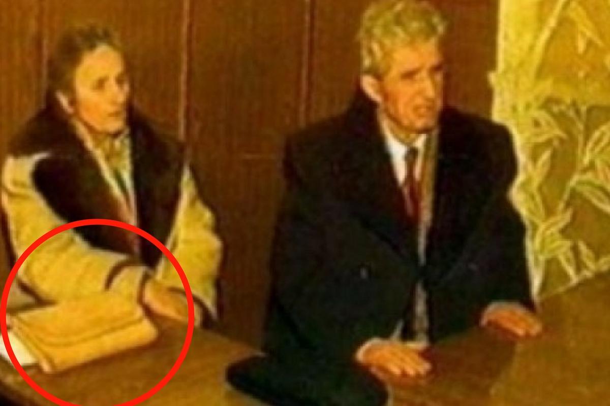 """Colonelul în rezervă Adrian Eugen Cristea a scris în cartea sa """" A fi sau a avea"""", despre un amănunt suprinzător legat de poșeta Elenei Ceaușescu"""