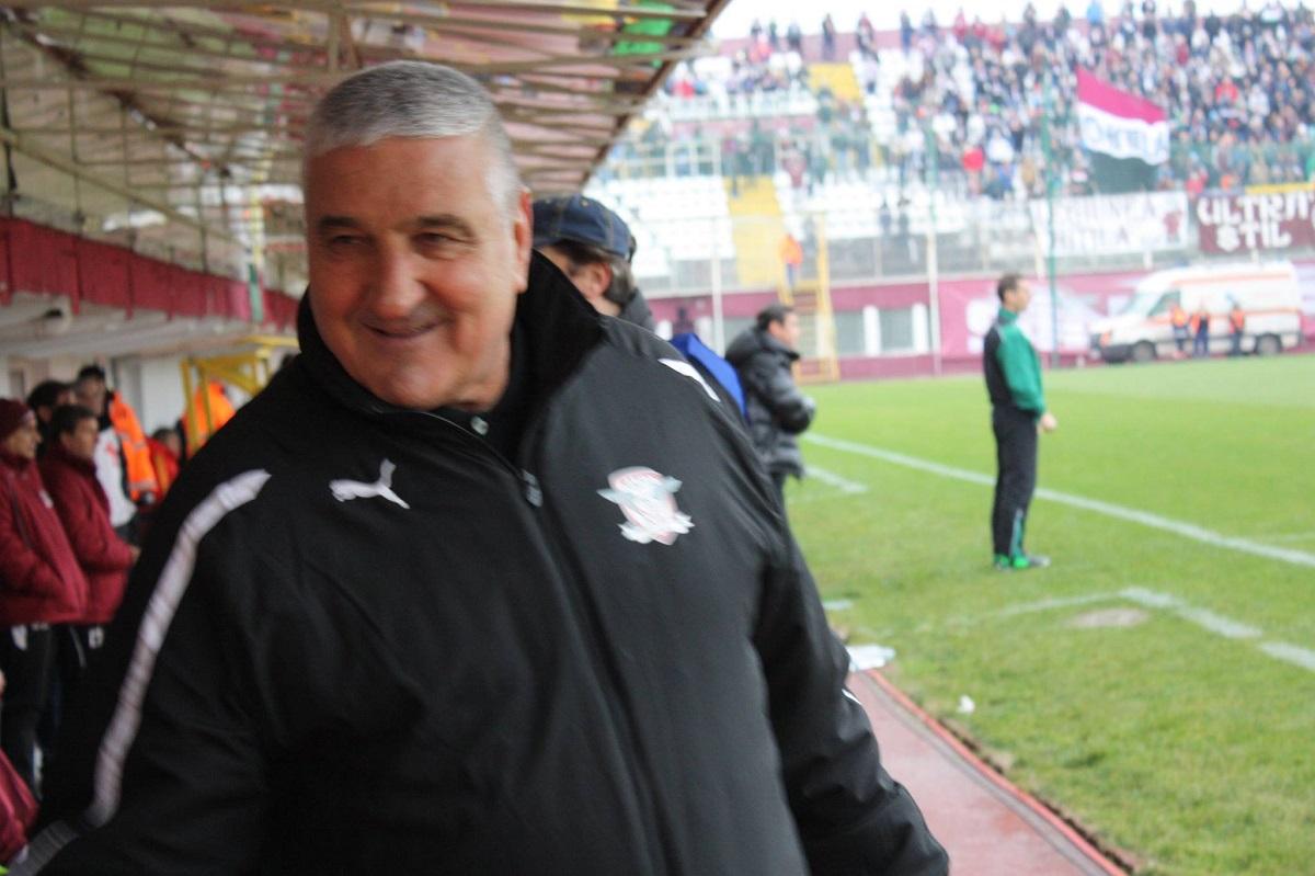 Rică Răducanu, fostul mare jucător al echipei naționale a României, a ajuns la spital după ce a fost mușcat de o căpușă.