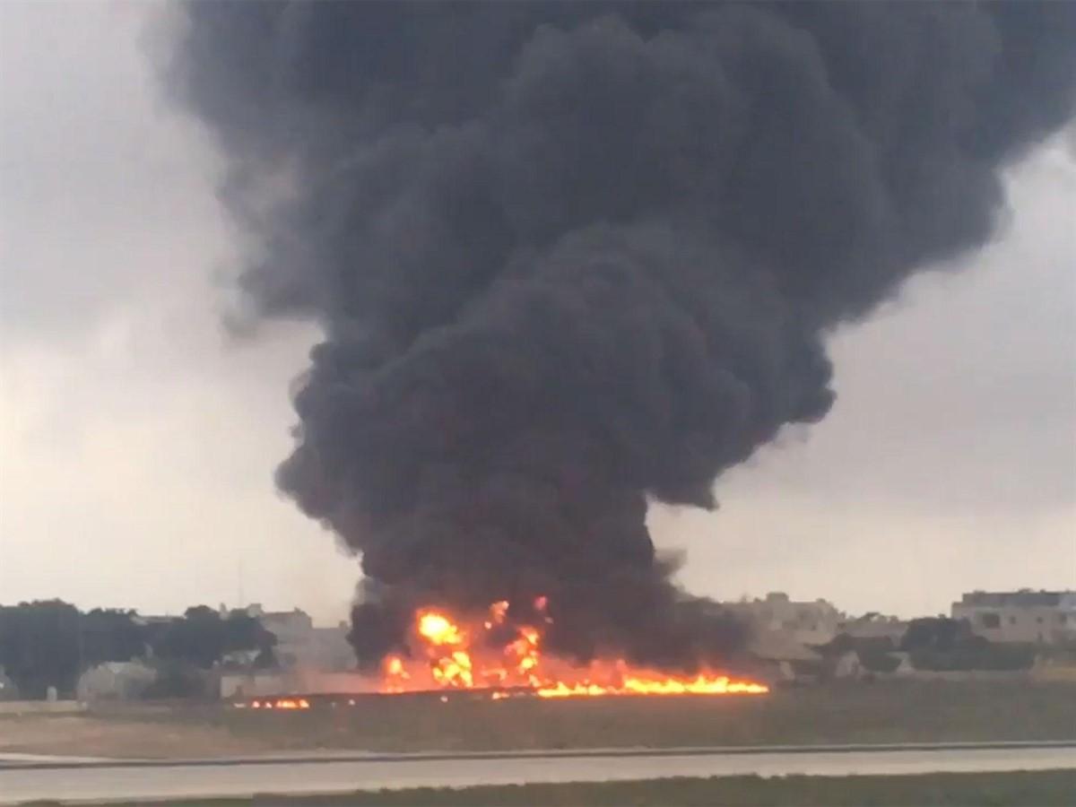 TRAGEDIE! Un avion s-a prăbușit și a explodat