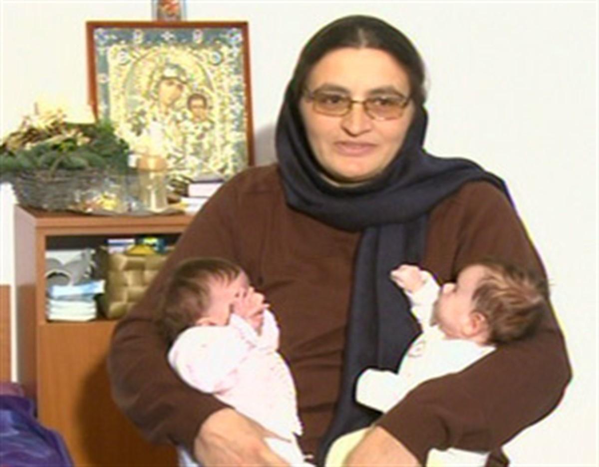Stareța Sebastiana ajungea în atenția întregii țări în anul 2011, după ce a dat naștere unor fetițe gemene. Iată ce s-a întâmplat cu ea!