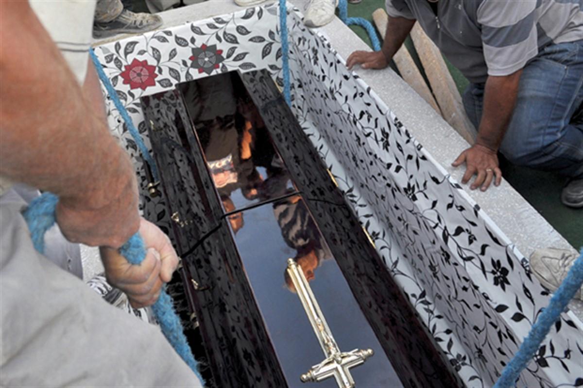 Fiul lor de 17 ani a murit după ce a fost mușcat de maidanezi. S-au dus să-l îngroape, iar atunci, el a început să...