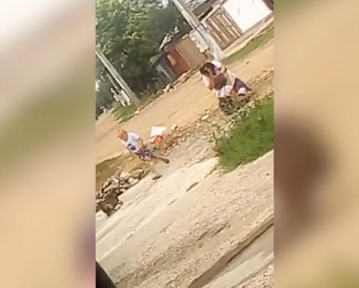 Bătaie în toată regula! Două românce s-au păruit în plină stradă!