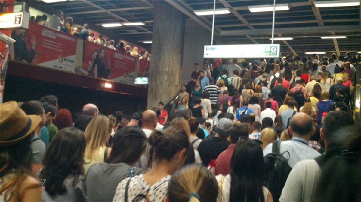 Haos la metrou în BUCUREȘTI! Oamenii sunt revoltați!