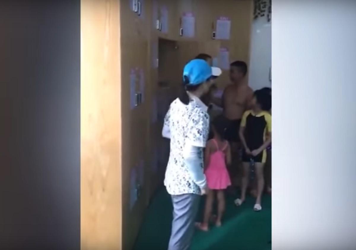 Și-au închis copilul în dulap ca să nu plătească taxa de piscină. Ce s-a întâmplat după aceea