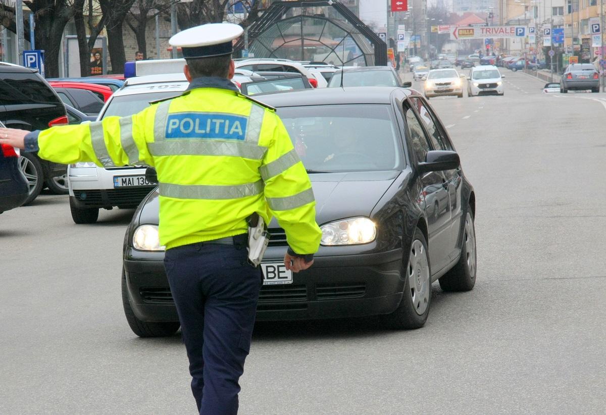 Polițistul a oprit un bărbat despre care credea că e fiul lui mort. Ce avea pe bordul mașinii i-a arătat adevărul