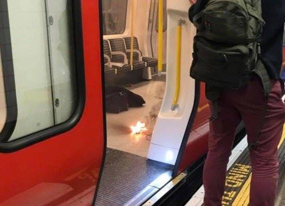 Imagine de la locul exploziei de la metrou