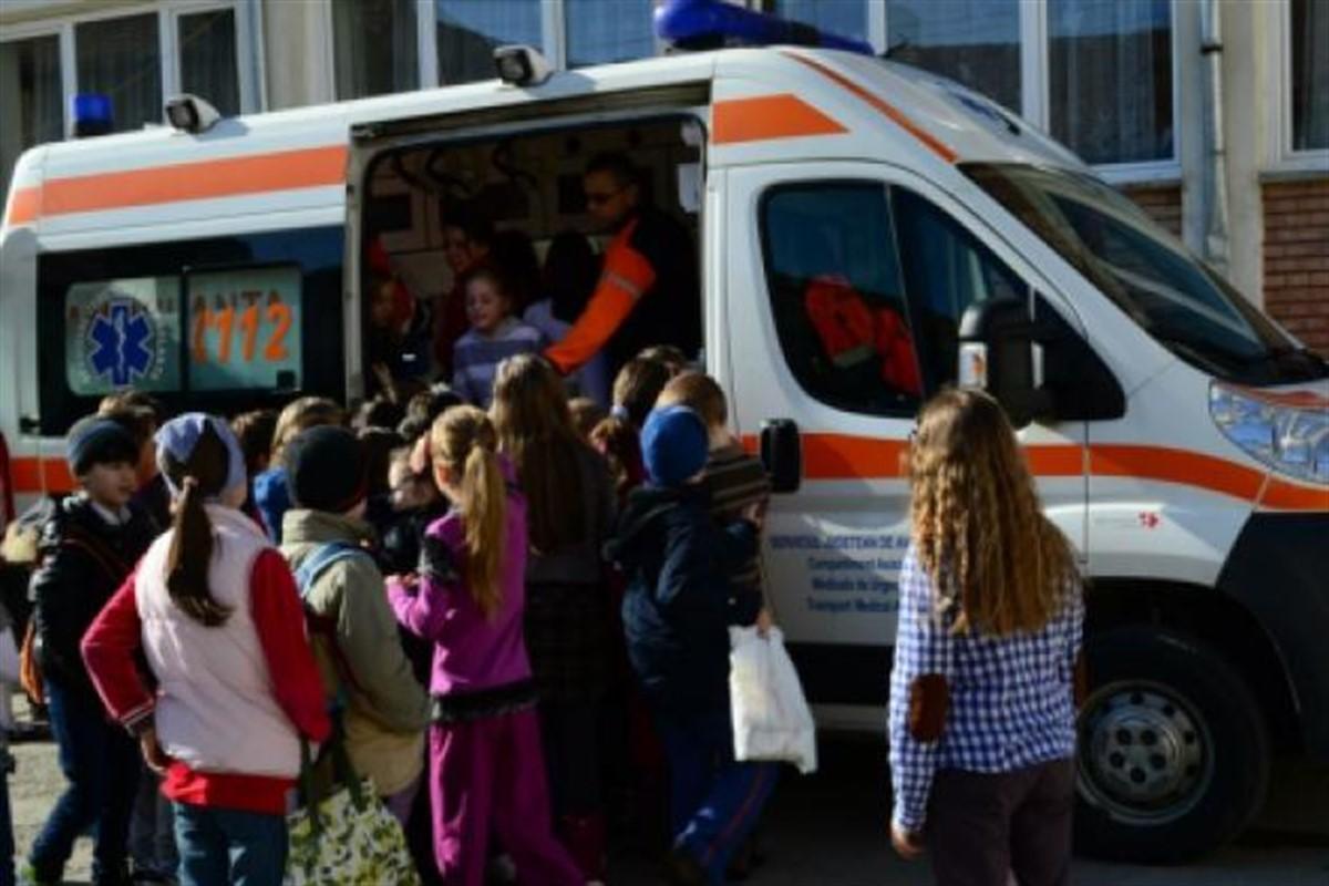 O fetiţă din clasa a VI-a din Târgu Mureș a căzut de la etaj, la Şcoala Gimnazială nr. 7