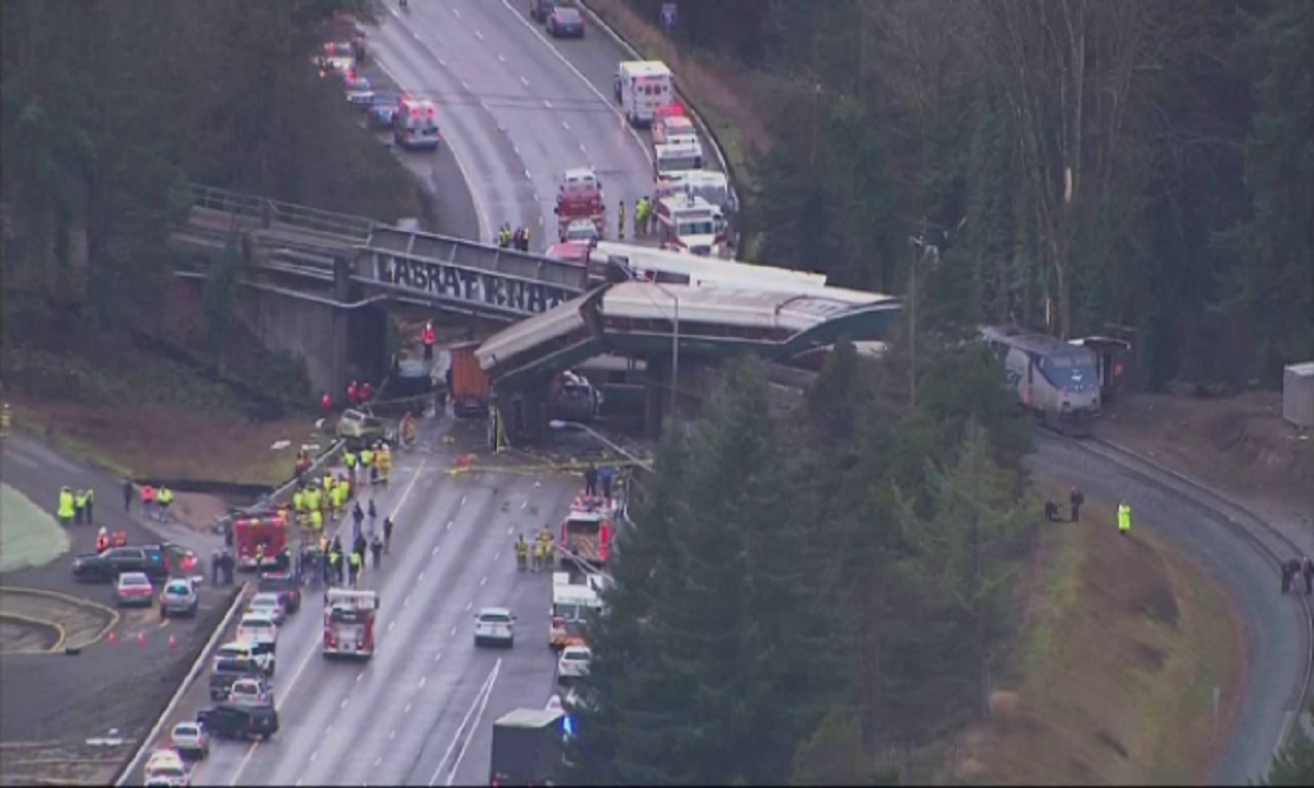 Ciocnire feroviară gravă. Sunt 6 morţi şi peste 7 de răniţi