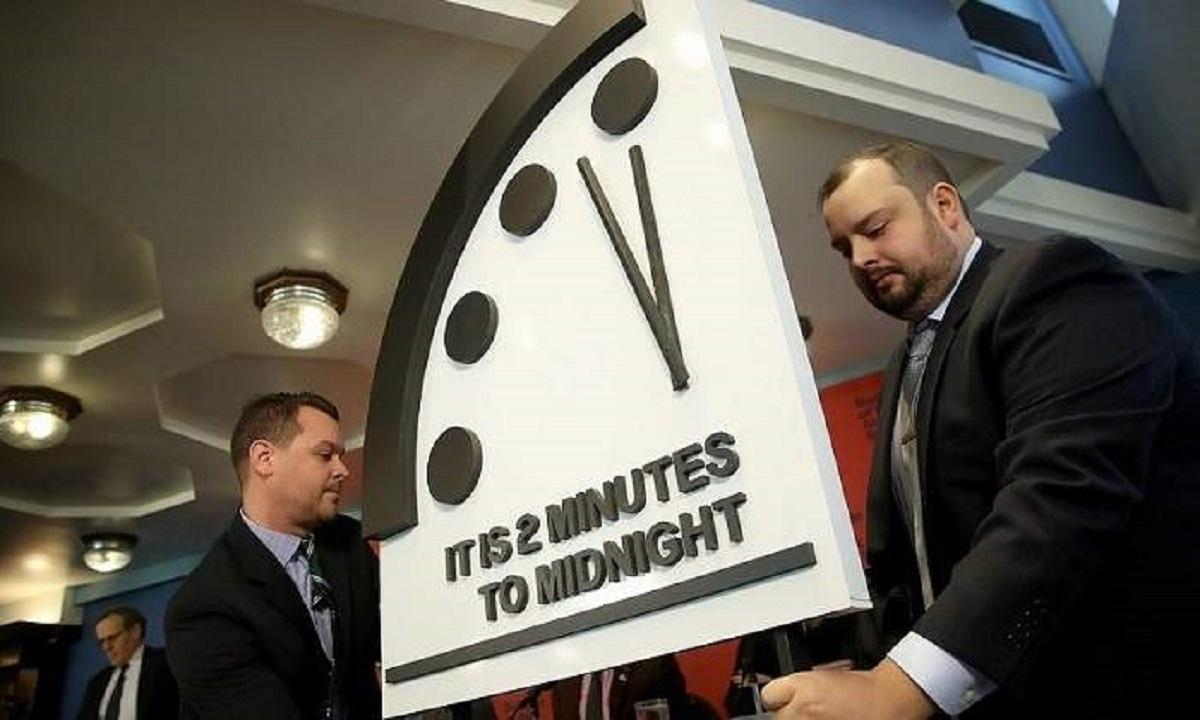 Ceasul Apocalipsei a fost dat înainte! Mai sunt două minute până la miezul nopţii