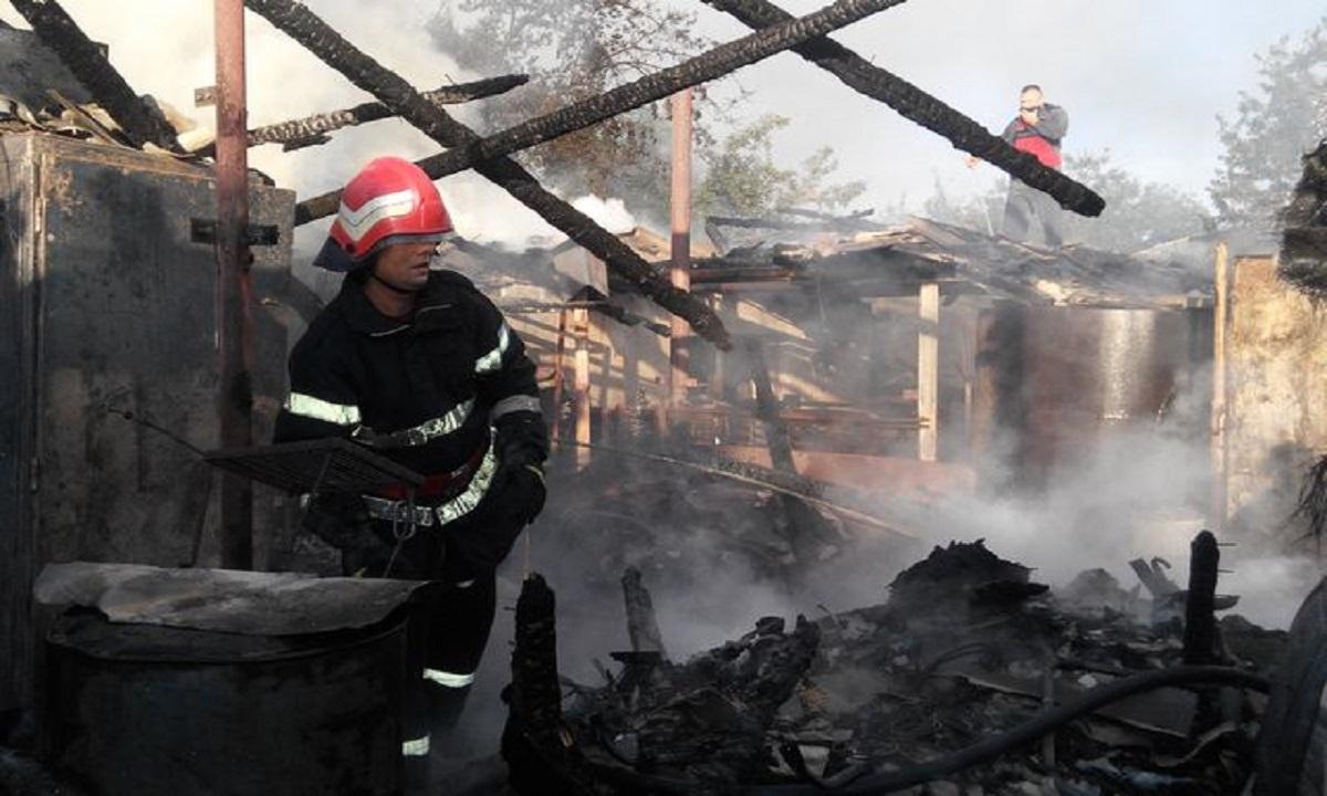 Incendiu puternic în Capitală. Desfăşurare de forţe la faţa locului