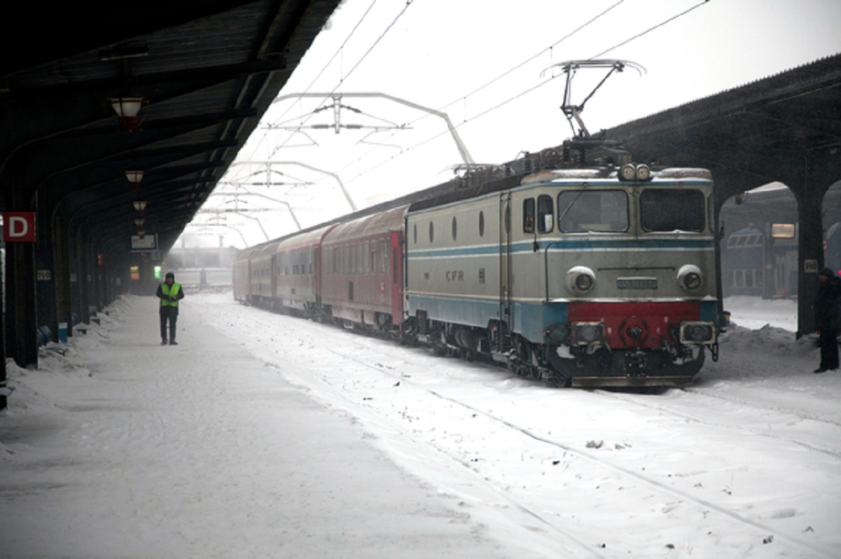 Probleme pe calea ferată din cauza vremii severe. Lista trenurilor anulate