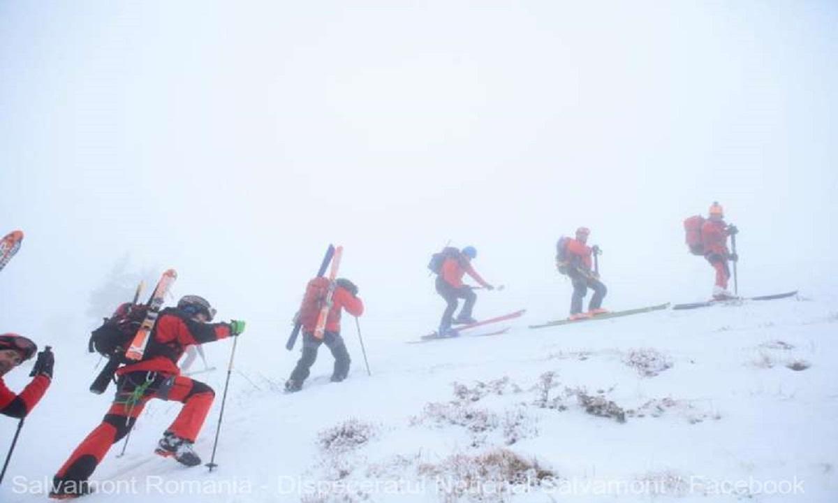 35 de turiști blocați în Munții Gurghiu