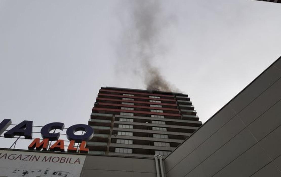 Craiova: 12 persoane evacuate în urma unui incendiu izbucnit într-un bloc