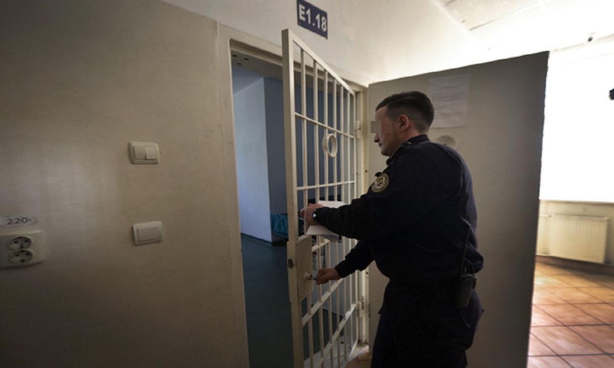 Un deținut s-a spânzurat în penitenciarul din Târgu Jiu. A fost deschisă o anchetă