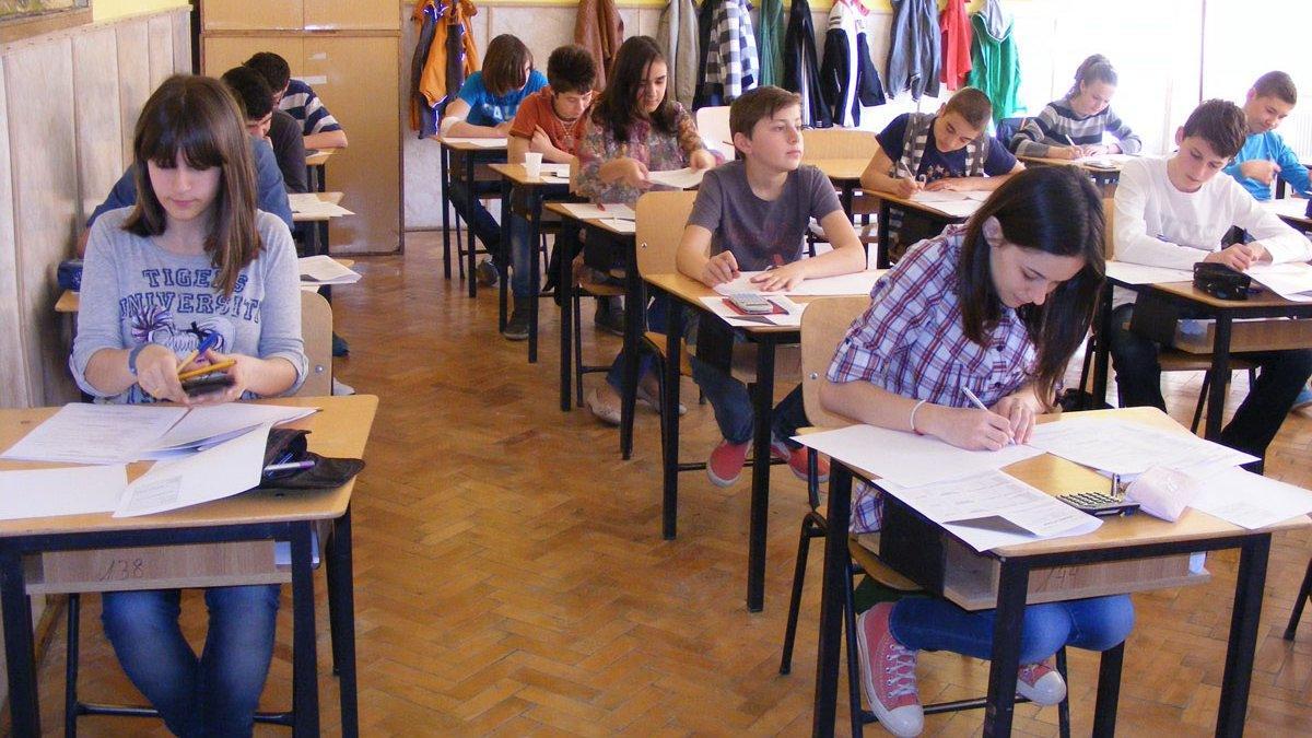 """Numai o treime din elevii de clasa a VIII-a a obținut note de trecere la simularea Evaluării Naționale: """"Este un procent care nu ne mulțumește"""""""