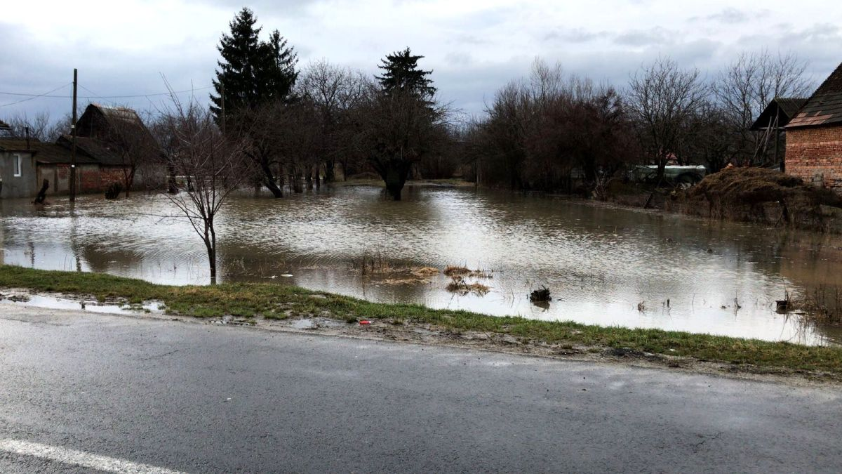 Trei drumuri comunale afectate de inundații în Giurgiu