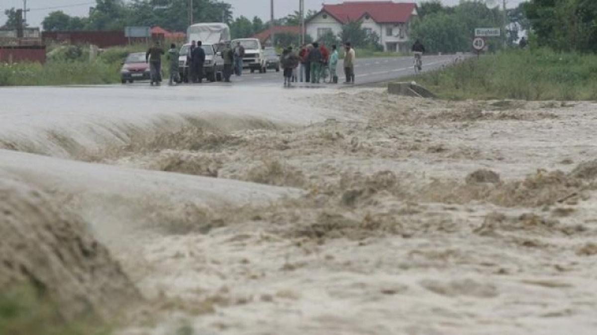 Cod roșu de inundații, valabil până la miezul nopții, în două județe din țară