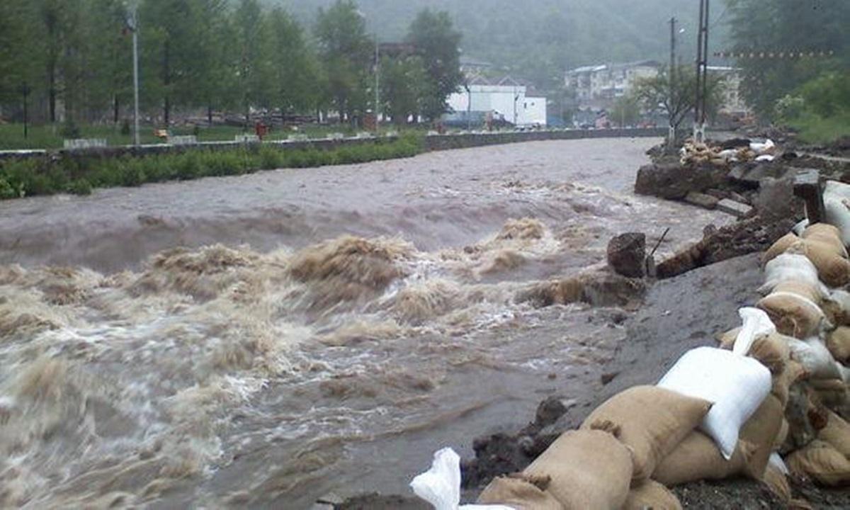 Cod portocaliu de inundații, până marți după amiază. Care vor fi zonele vizate: