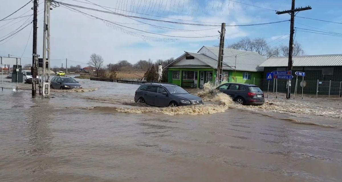 Cod roșu de inundații, valabil până la ora 18.00! Ce zone sunt vizate