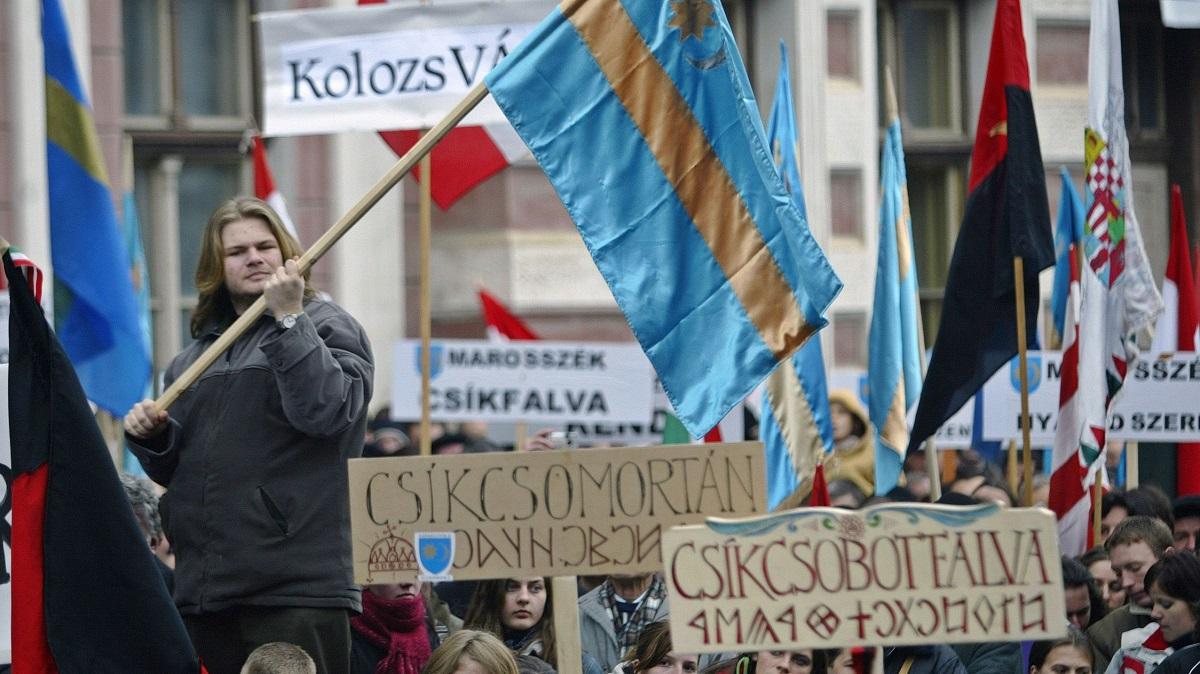 Câteva mii de persoane au luat parte, sâmbătă, la un miting pentru autonomia Ținutului Secuiesc, organizat la Târgu Mureș.
