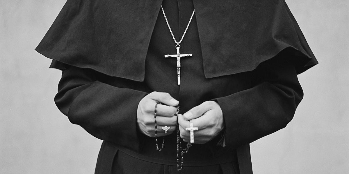 Preot, condamnat la 63 de ani de închisoare. De ce este acuzat clericul