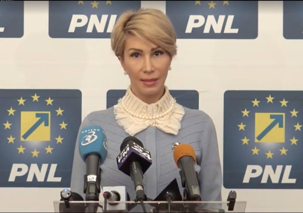 """Raluca Turcan: """"Liviu Dragnea și Călin Popescu-Tăriceanu vor să pună mâna și pe serviciile de informații"""""""