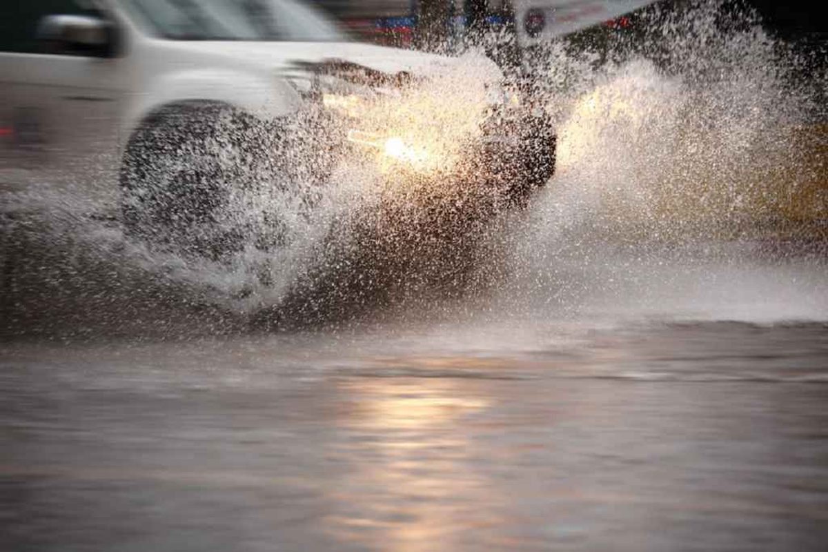 Meteorologii au emis un nou cod galben de descărcări electrice şi grindină