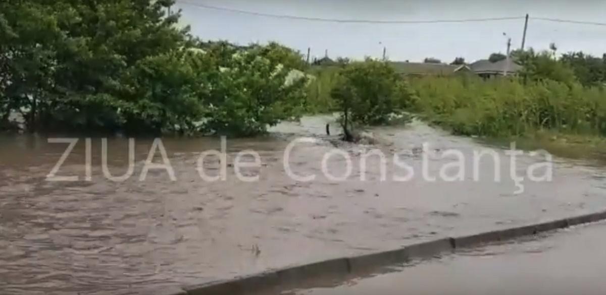 Inundații în Constanța. Străzi acoperite de apă în Techirghiol, Eforie de Nord și Mamaia