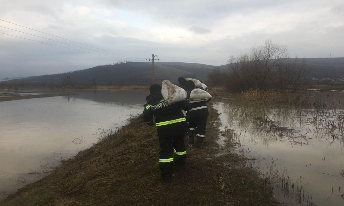 Cod galben de inundaţii: Avizate sunt judeţele Mehedinţi şi Gorj