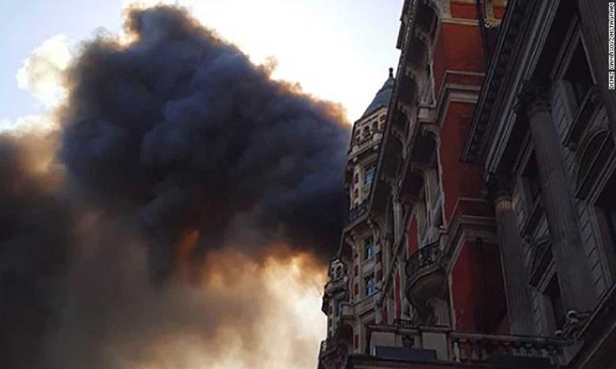 Incendiu puternic în Londra. Zeci de echipaje de pompieri acționează