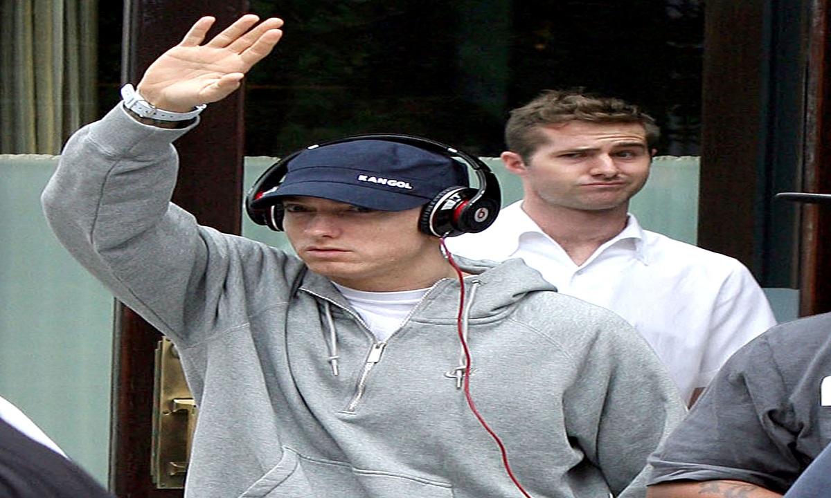 Eminem: Criticat după ce a folosit efecte sonore care imitau nişte împuşcături