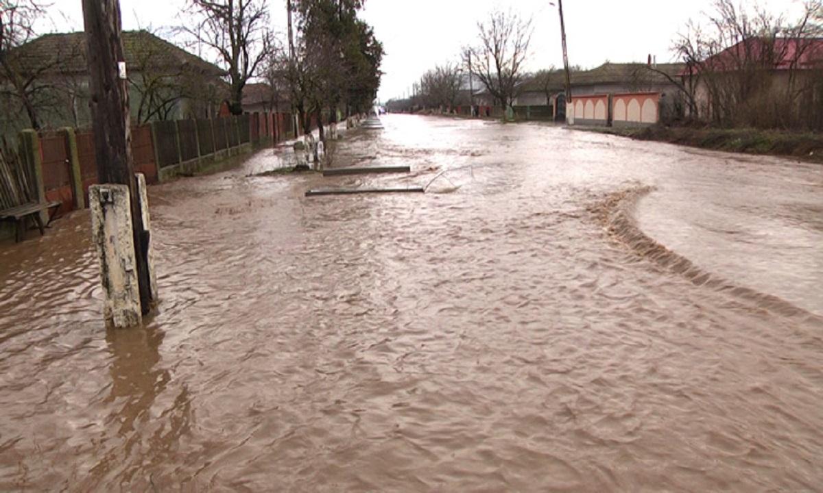 Atenţionări de inundaţii pentru râuri din judeţele Arad, Timiş şi Braşov