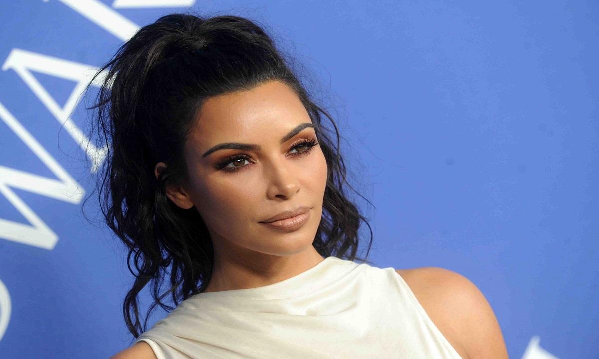 Kim Kardashian lucrează pentru Twitter?