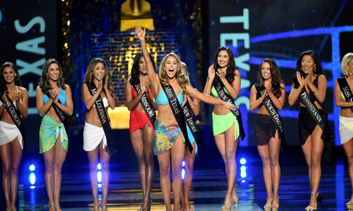 Dezastru la un concurs de miss! Doar 3 candidate
