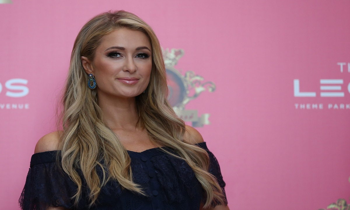 Surpriză neașteptată! Paris Hilton vine în România!