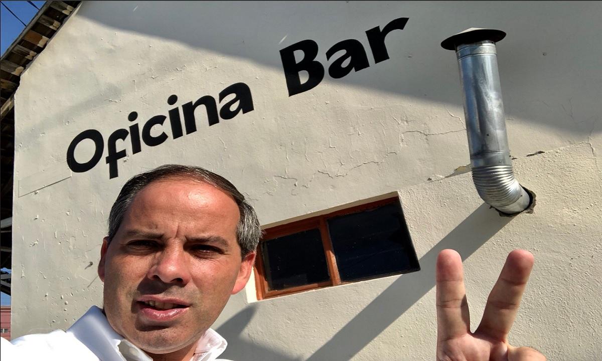 Un politician a fost omorât în timp ce își făcea selfie cu o susținătoare!