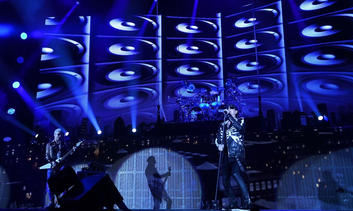 """Scorpions la București: Mii de fani au fredonat cântecul speranţei - """"Wind of Change"""""""