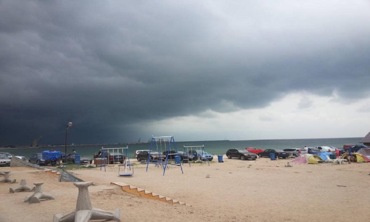 Natura s-a dezlănțuit: O tornadă a lovit litoralul Mării Negre