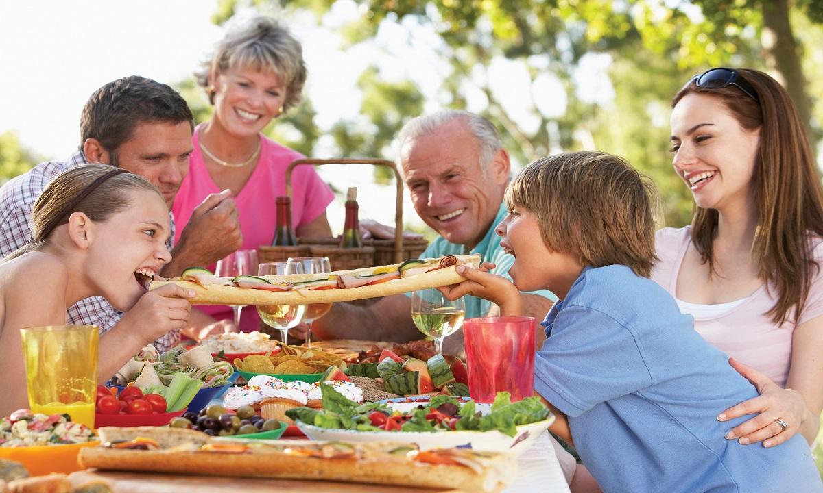 Ce trebuie să mănânci neapărat vara!