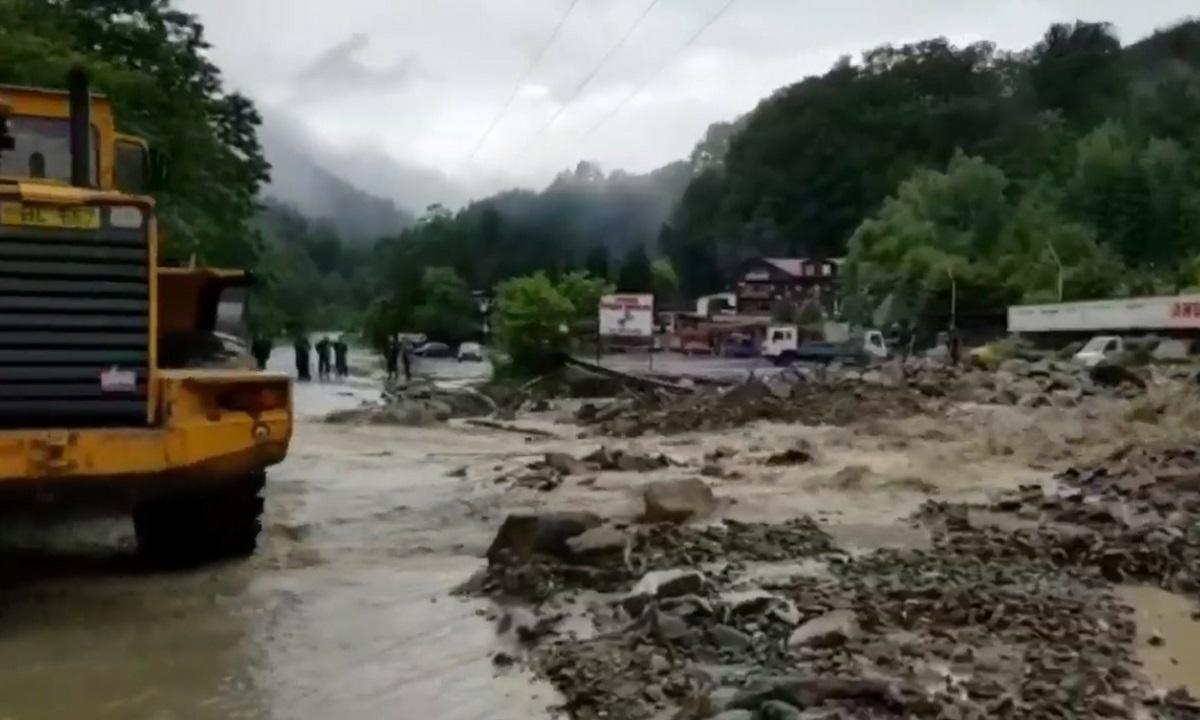 60 de localități din 14 județe sunt afectate de inundații. Sute de locuințe au avut nevoie de ajutorul pompierilor pentru evacuarea apei