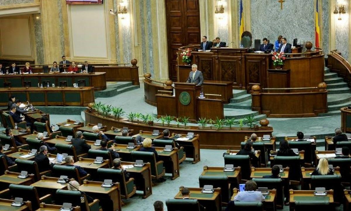 Senatul a adoptat luni legea care acordă imunitate și beneficii judecătorilor CCR