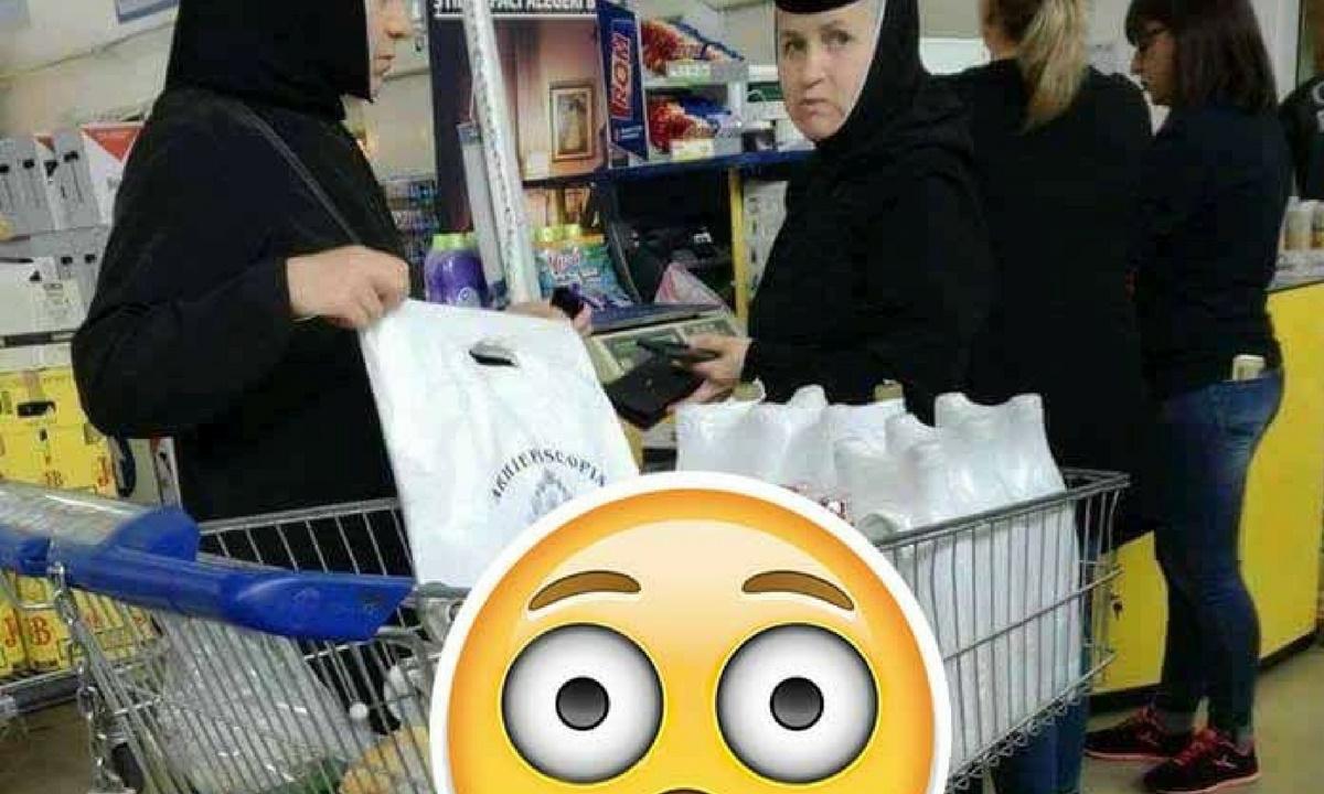 """Două măicuțe i-au uimit pe clienții unui supermarket! Ce și-au pus în coș: """"V-ați greșit vocația..."""""""