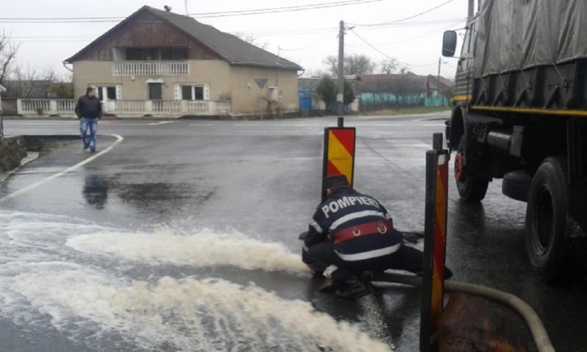 Pompierii intervin pentru evacuarea apei în mai multe zone din Craiova