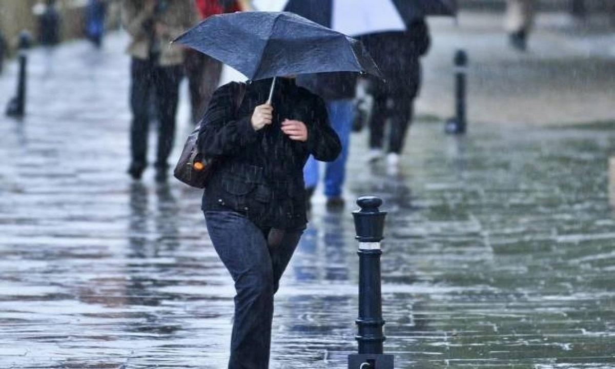 Cod galben: Ploi torenţiale şi instabilitate atmosferică accentuată în 22 de judeţe, până luni seara