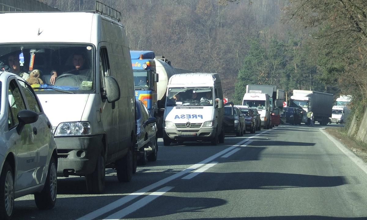 Sibiu: Traficul rutier este blocat pe DN1 la Scoreiu