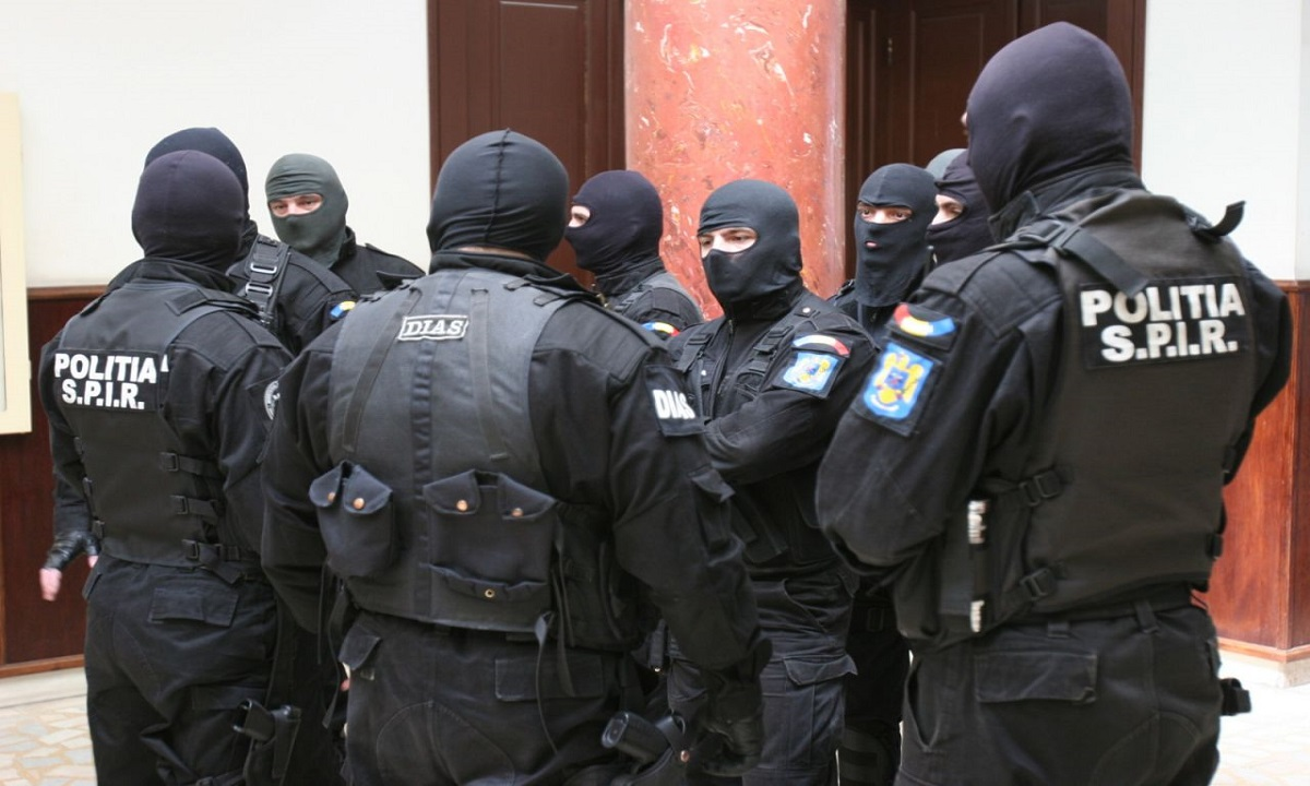 7 persoane arestate preventiv, într-un dosar de trafic de migranţi