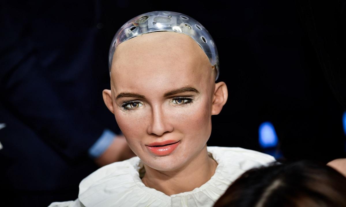 Robotul Sophia o ''întâlneşte'' pe fosila Lucy!